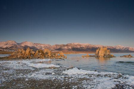 dissolved: Mono Lake � un ambiente alcalino e hypersaline lago in California