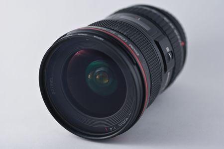 広角のレンズは、レンズの焦点距離は、カメラによって生成されたイメージのサイズの通常のレンズの焦点距離よりも大幅に短い