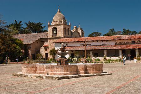 Missie San Carlos Borromeo de Carmelo, ook bekend als de Carmel Mission, is een historische rooms-katholieke missiekerk in Carmel-by-the-Sea, Californië. Het was het hoofdkwartier van de president van de padre, pater Fermin Francisco de Lasuen. Stockfoto