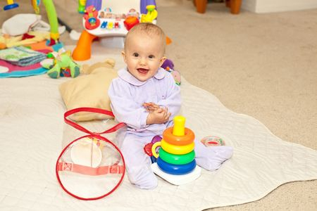 Caucasian baby girl playing on a floor. Imagens - 4947586