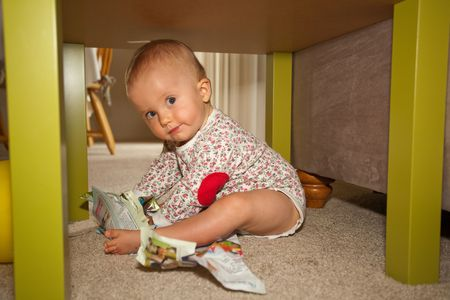 Caucasian baby girl playing on a floor. Imagens - 5227845