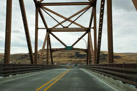 sam: Sam Hill Memorial Bridge, also known as the Biggs Rapids Bridge, is a steel truss bridge that carries U.S. Highway 97 across the Columbia River between Biggs Junction, Oregon in Sherman County and Maryhill, Washington in Klickitat County. Stock Photo