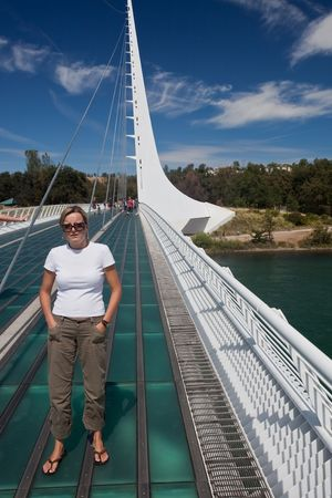 Sundial Bridge is a cantilever spar cable-stayed bridge for bicycles and pedestrians that spans the Sacramento River in Redding, California Imagens