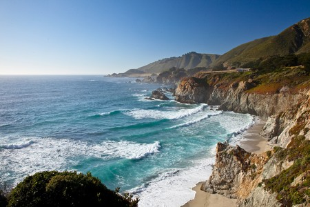 빅 수르 (Big Sur)는 산타 루시아 산맥이 태평양에서 갑자기 떠오르는 중앙 캘리포니아 해안의 인구 밀도가 낮은 지역입니다. 스톡 콘텐츠