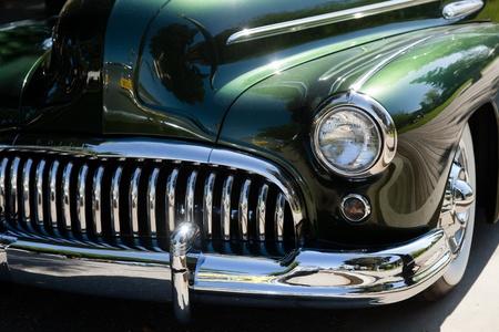 shiny car: SAN JOSE, CA, Verenigde Staten - 9 APRIL: Bommen Verenigd Auto Show & picknick April 9, 2001 in San Jose, CA, Verenigde Staten Redactioneel