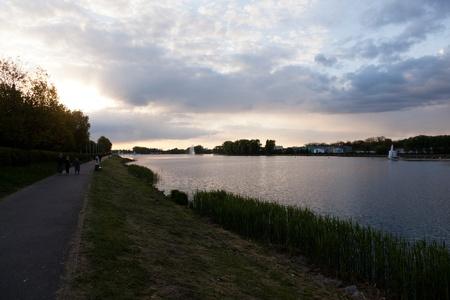 マルタ湖は、ポーランドで最大の人工湖です。Cybina 川の堰き止めによって 1952 年に形成された約 2.2 キロです。