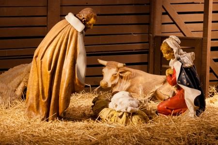 creche: Escena de la Natividad es una representaci�n del nacimiento de Jes�s como se describe en los evangelios de Mateo y Lucas. Foto de archivo