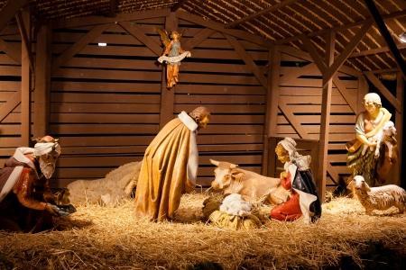 creche: Escena de la Natividad es una representaci?el nacimiento de Jes?omo se describe en los evangelios de Mateo y Lucas. Foto de archivo
