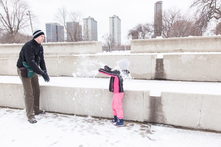 aon: Snow on Christmas day in Chicago near Lake Michigan shore.