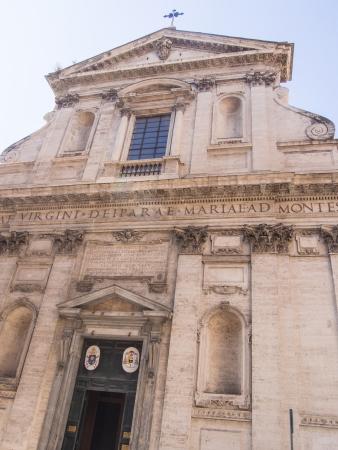 monti: Piazza della Madonna dei Monti takes its name from the church of Santa Maria dei Monti, best known as Madonna dei Monti