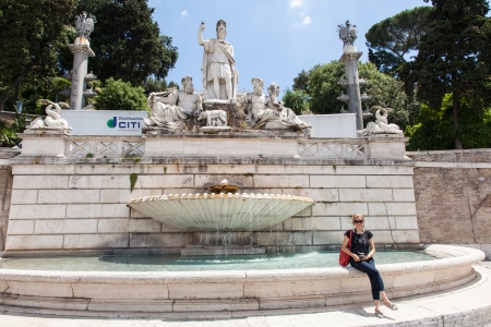 dea: Dea Roma between the Tiber and the Aniene, fountain on the east side of Piazza del Popolo, against the steep slope of the Pincio, represents the terminal mostra of the aqueduct Stock Photo