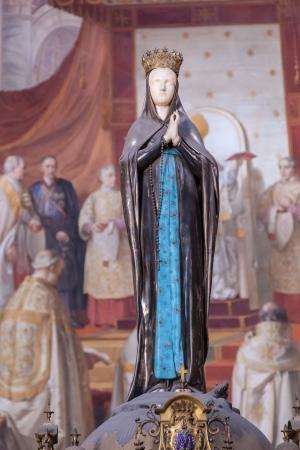 immaculate: Episodios del Antiguo Testamento con frescos en las grandes paredes y en la b�veda se refieren a la Inmaculada Concepci�n.