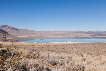 surrounds: Mono Basin National Scenic Area is a protected area in Eastern California that surrounds Mono Lake and the northern half of the Mono Craters volcanic field. Stock Photo