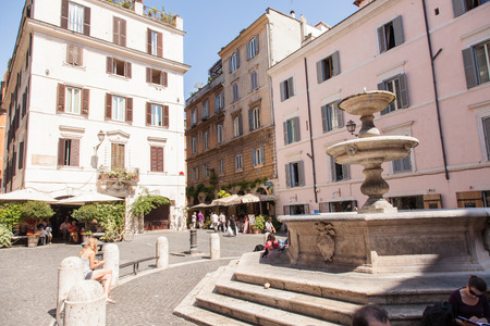 Piazza della Madonna dei Monti ontleent zijn naam aan de kerk van Santa Maria dei Monti, het best bekend als Madonna dei Monti. Stockfoto