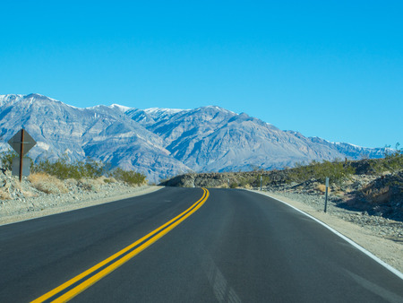 Road through northern end of Panamint Valley in Death Valley National Park Imagens