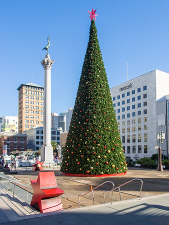 dewey: Christmas Tree in Union Square next to the Dewey Monument. Editorial