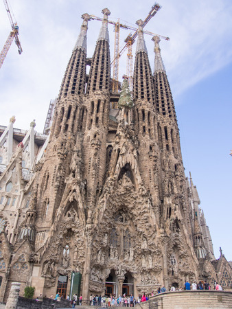 lia: Basílica i Temple Expiatori de la Sagrada Família is a large Roman Catholic church in Barcelona, Spain, designed by Catalan architect Antoni Gaudí Editorial