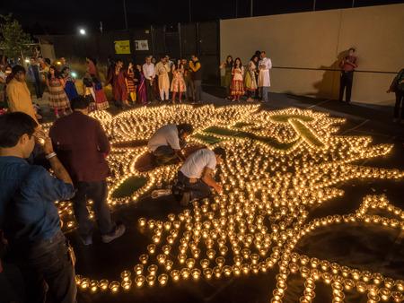 MOUNTAIN VIEW, CA  USA - 24 oktober: IGN (Indus Googler Network) Diwali viering op de Garfield Google-campus op 24 oktober 2014.