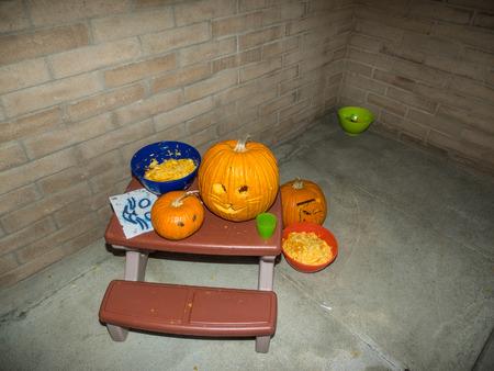 carving pumpkin: Calabaza que talla el partido que se inicia la cuenta atr�s para Halloween.