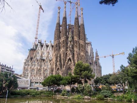Basílica i Temple Expiatori de la Sagrada Família è una grande chiesa cattolica a Barcellona, ??in Spagna, progettato dall'architetto catalano Antoni Gaudí Archivio Fotografico - 34419159