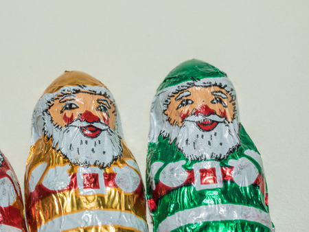 nikolaus: Solid milk chocolate miniature foil wrapped assorted Santas.