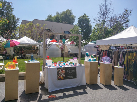 sidewalk sale: MOUNTAIN VIEW, CA - MAY 2-3: 19th Annual A La Carte & Art Festival on May 2-3, 2015 in Mountain View.