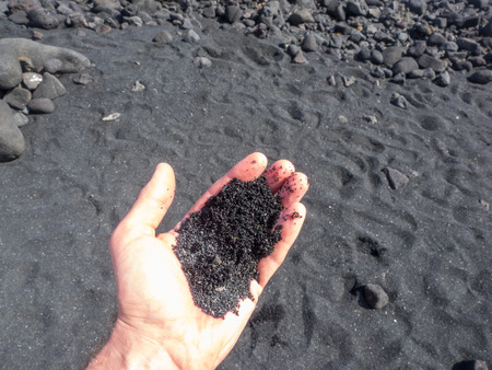 Punaluu Beach has black sand made of basalt and created by lava flowing into the ocean which explodes as it reaches the ocean and cools. Imagens