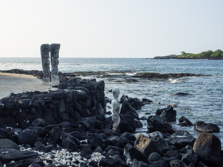 Puuhonua o Honaunau National Historical Park preserves the site where, up until the early 19th century, Hawaiians who broke a kapu (one of the ancient laws) could avoid certain death by fleeing to this place of refuge. 版權商用圖片