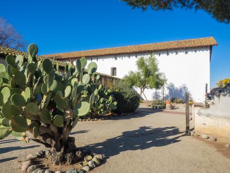 san miguel arcangel: Misión de San Miguel Arcángel es una misión española en San Miguel, San Luis Obispo County, California. Foto de archivo