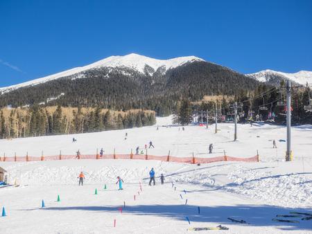mount humphreys: Arizona Snowbowl is an alpine ski resort located on the San Francisco Peaks, 7 miles north of Flagstaff, Arizona. Stock Photo