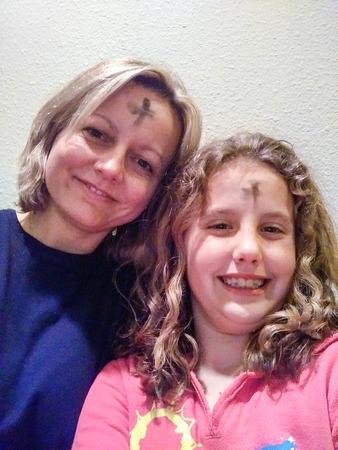 Viering van Ash woensdag met kruis van as op voorhoede Stockfoto