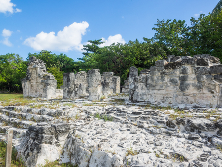 El Rey Ruins located in the Zone of Cancun is part of an important ancient Maya trade route. 스톡 콘텐츠 - 103258171