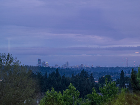 Seattle skyline view on cloudy day. 免版税图像