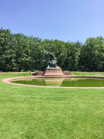 Lazienki Park is the largest park in Warsaw, Poland, occupying 76 hectares of the city center. Standard-Bild