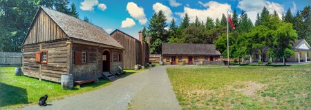 Fort Nisqually was an important fur trading and farming post of the Hudsons Bay Company in the Puget Sound area, part of the Hudsons Bay Companys Columbia Department. It was located in what is now DuPont, Washington. Today it is a living history museum 新聞圖片