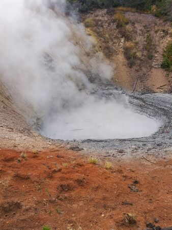 Mud Volcano and Sulfur cauldron are primarily mud pots and fumaroles because the area is situated on a perched water system with little water available. Fumaroles or steam vents occur when the ground water boils away faster than it can be recharged. Banco de Imagens