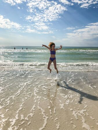 Lido Key Beach is located on barrier island off the coast of Sarasota, Florida, in the United States. Sandy beach featuring a concession stand, gift shop & picnic tables, plus a swimming pool. Stockfoto