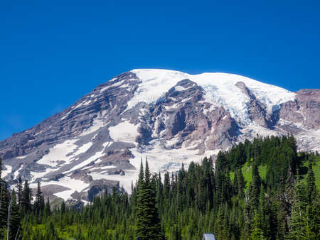 Paradise is the name of an area at approximately 5,400 feet (1,600 m) on the south slope of Mount Rainier in the national park. Paradise is the most popular destination for visitors to Mount Rainier National Park. Imagens