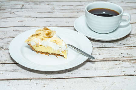 Banana Cream Pie might be the easiest of all the cream pie varieties and it's so amazing.