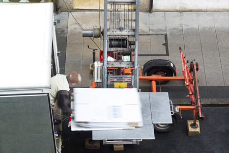 moving delivery company service with crane vehicle Standard-Bild