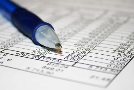 informe comercial: Negocios informe y bol�grafo azul