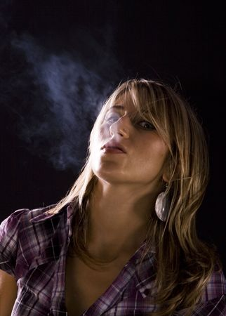 fag: Young woman smoking Stock Photo