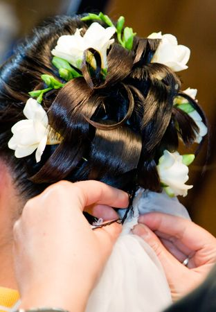ringlet: A bride at hairdressing salon before wedding  Stock Photo