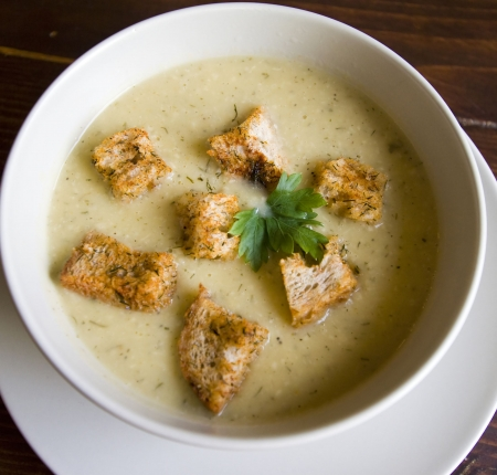 croutons: Delicious vegetable cream soup