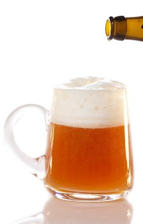 cerveza negra: Jarro de cerveza Foto de archivo