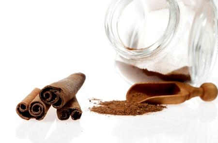 cinnimon: Cinnamon - three sticks and powder Stock Photo