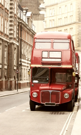 bus anglais: Photo vintage de bus londonien rouge vieux Banque d'images