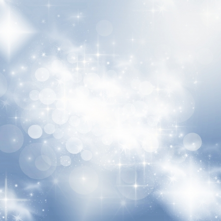 Light abstract Christmas background with white snowflakes Foto de archivo
