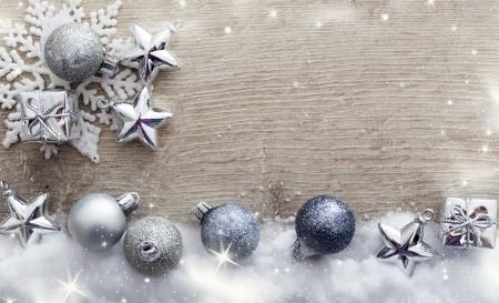 Adornos de Navidad sobre fondo de madera de la vendimia Foto de archivo - 24678311