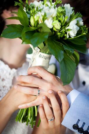to wed: Recentemente wed detenzione bouquet coppia
